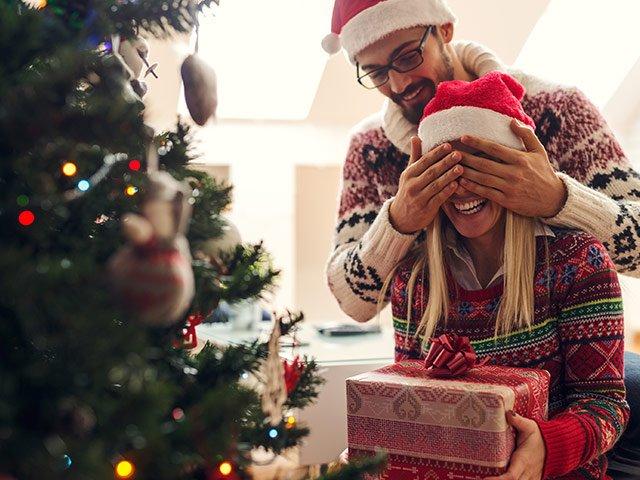 kerstboom met geschenk